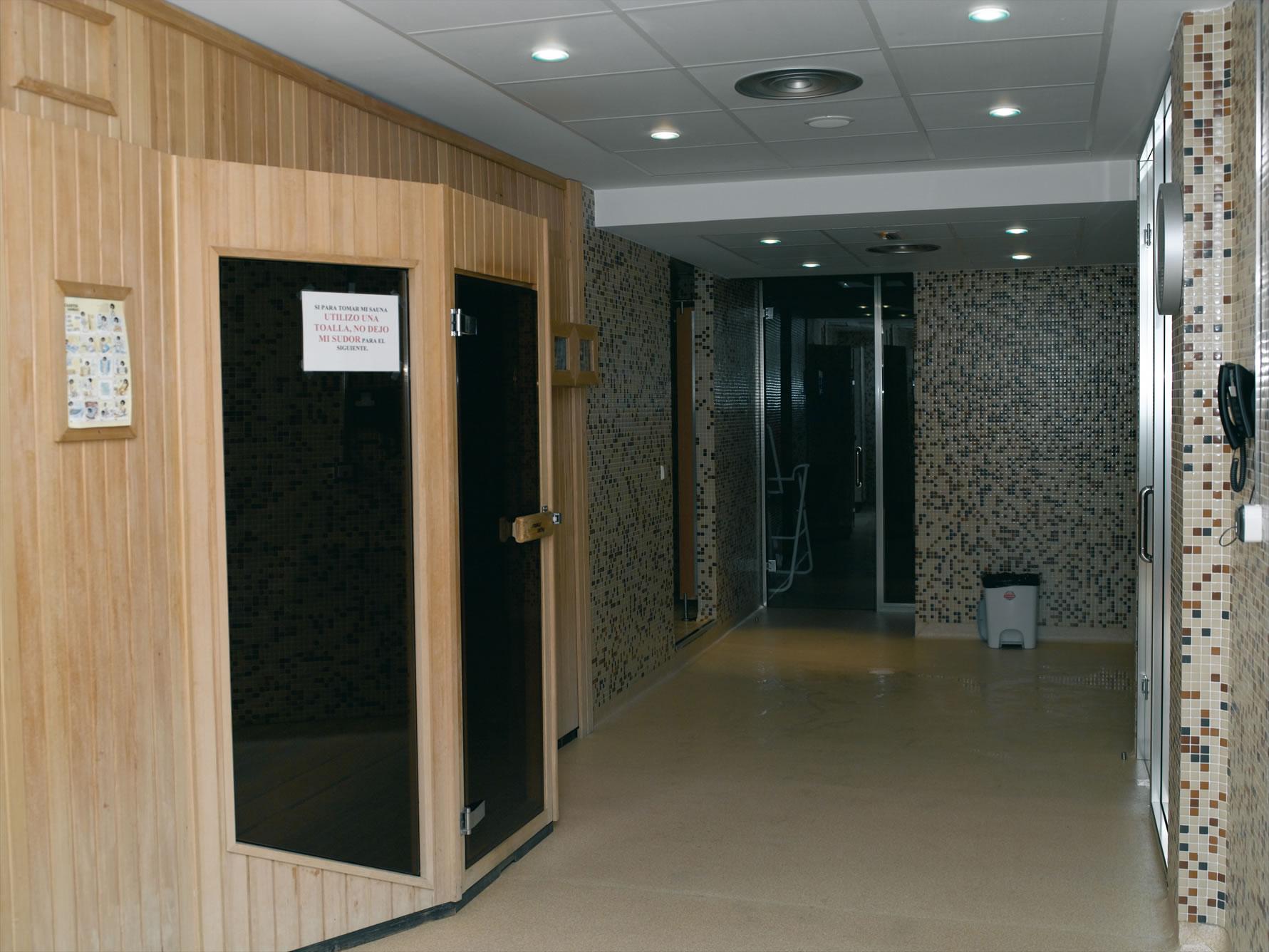 Jacuzzi O Baño Turco:Sauna seca Sauna húmeda o baño turco Frigidario Duchas de chorros